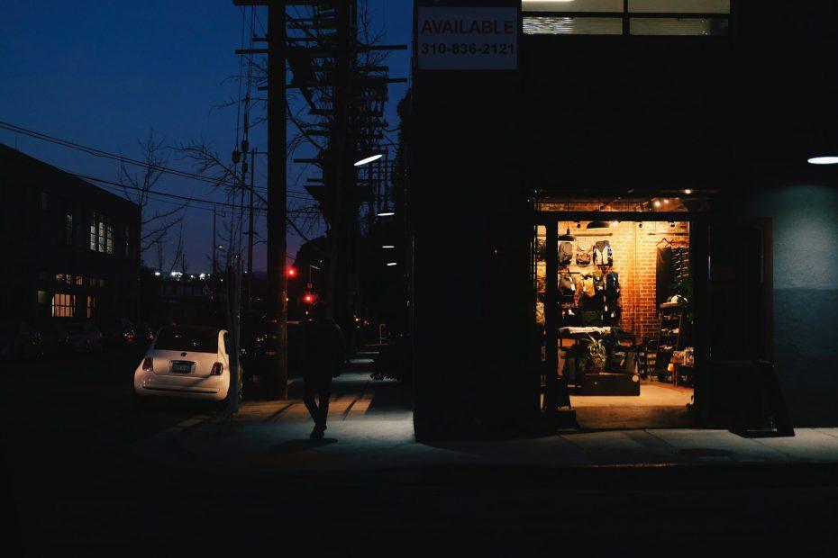 kjøre bil om natten